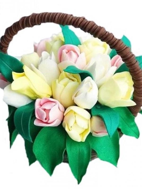 Шоколадный букет желтых и белых тюльпанов