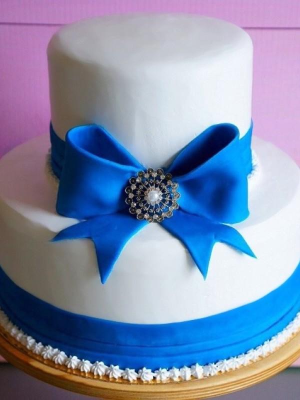 Двухъярусный свадебный торт муляж