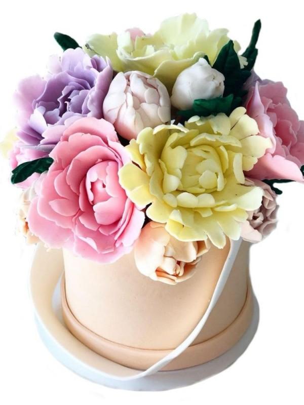 Сладкий подарок с шикарными цветами
