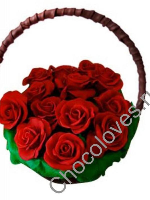 Шоколадная корзина с красными розами
