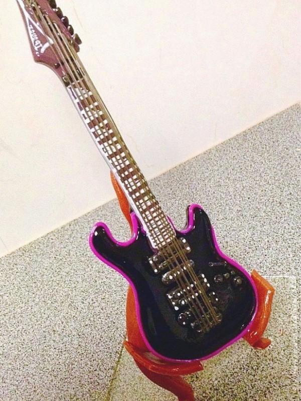 Гитара из карамели