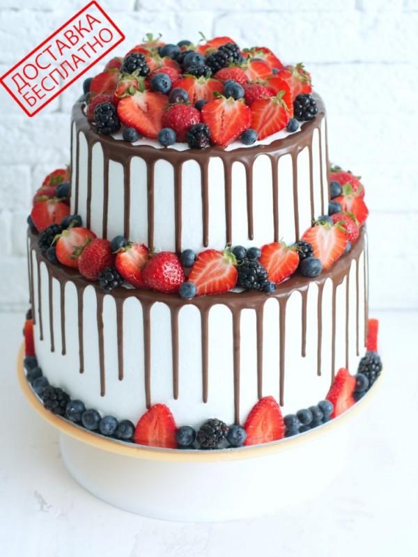 Двухъярусный торт без мастики с ягодами №3