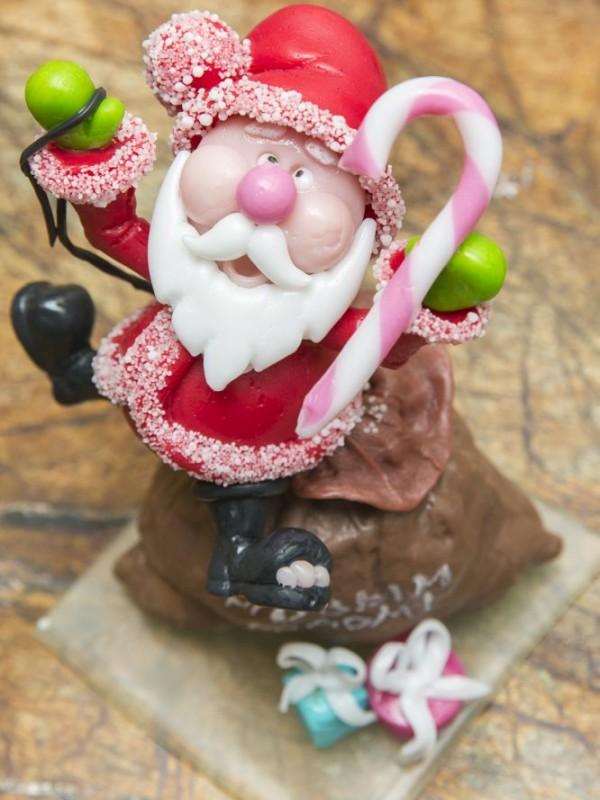 Санта из карамели