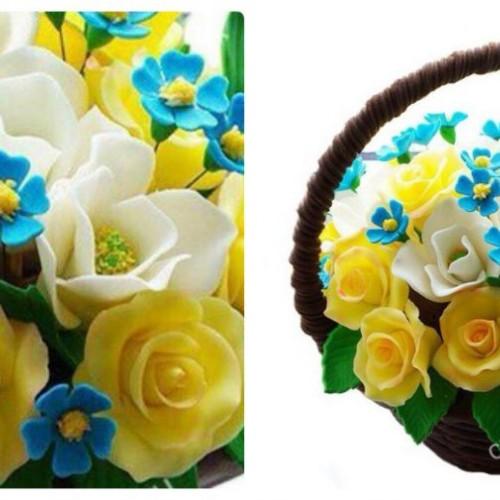 Шоколадная корзина весенних цветов
