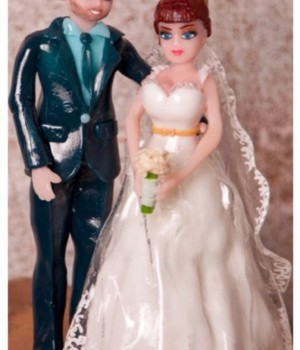 Фигурка жениха и невесты на торт