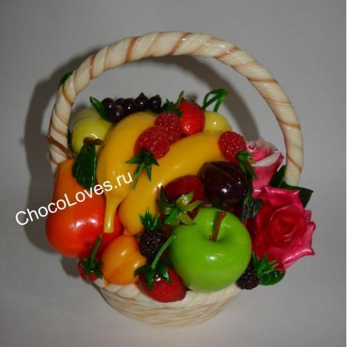 Карамельная корзина с фруктами и ягодами