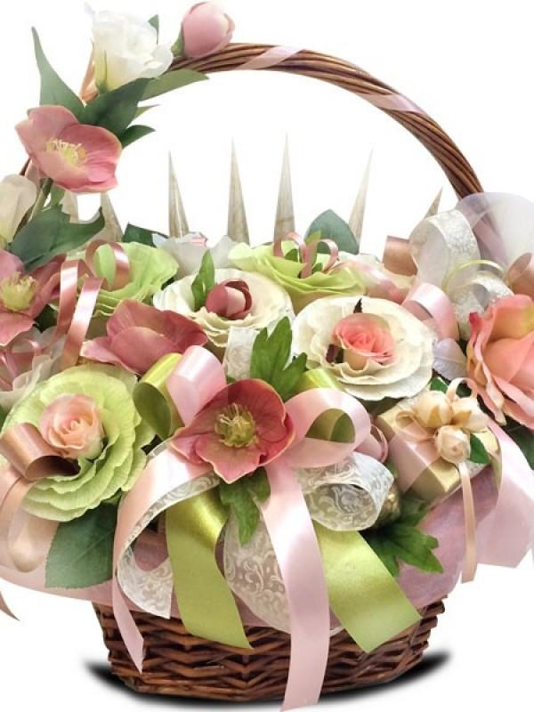 """Корзина с конфетами и цветами """"Сладкая мечта"""""""
