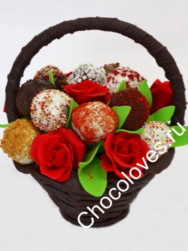 Шикарный шоколадный букет с розами и кейк-попсами (пирожными).