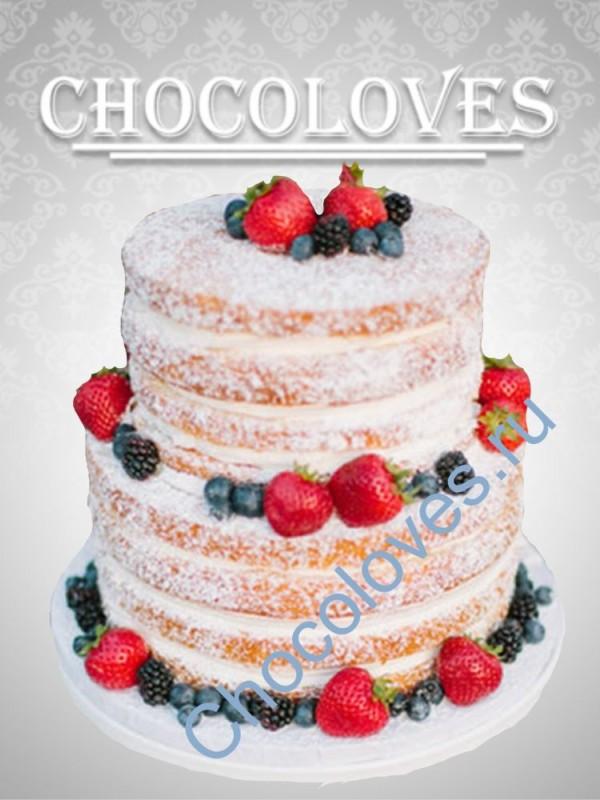 Двухъярусный свадебный торт с лесными ягодами