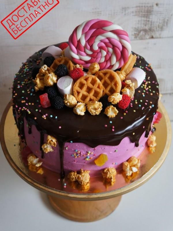 Торт без мастики со сладостями №2