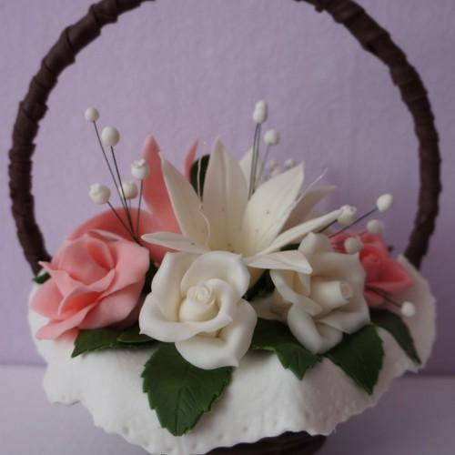 Шоколадная корзина с розами и лилиями 6