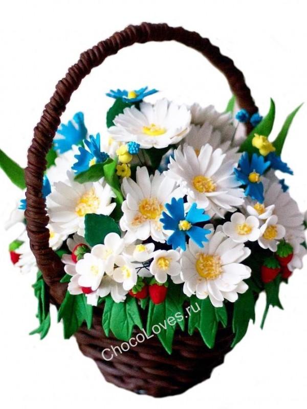 Шоколадная корзина с полевыми цветами