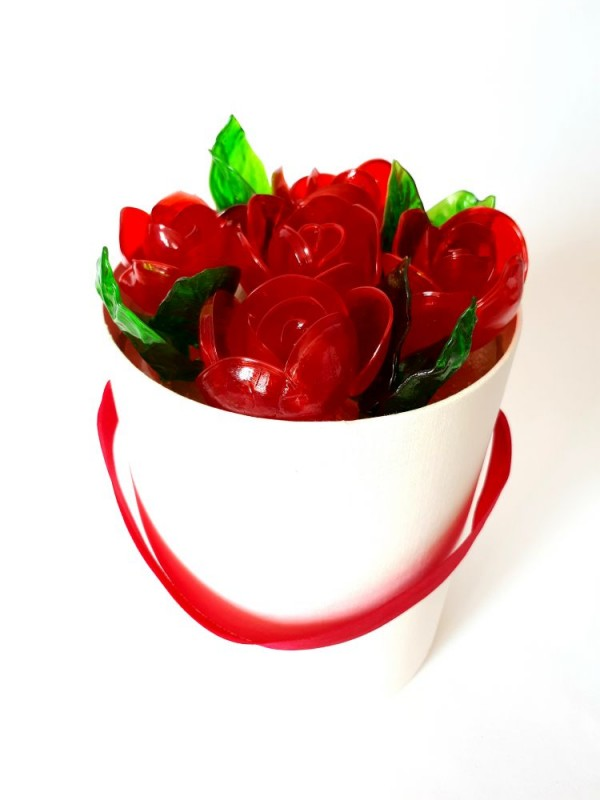 Карамельные розы в шляпной коробке