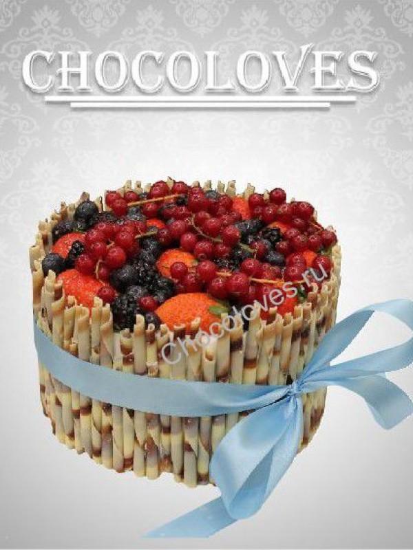Женский торт с ягодами