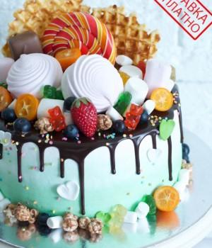 Торт без мастики со сладостями
