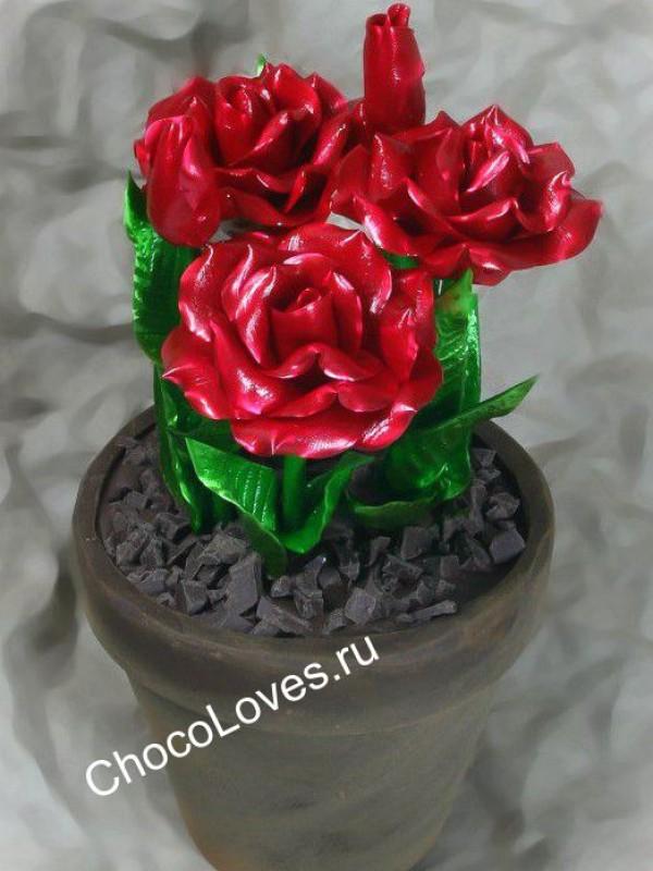 Розы из карамели в горшке