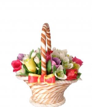 Карамельная корзина с тюльпанами